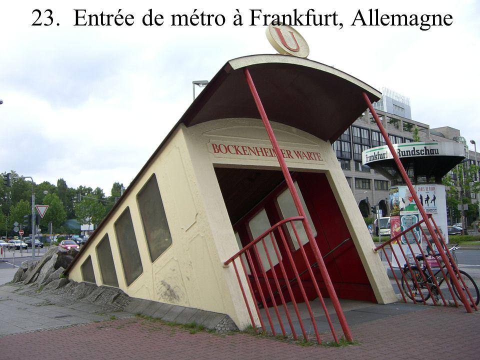 23. Entrée de métro à Frankfurt, Allemagne
