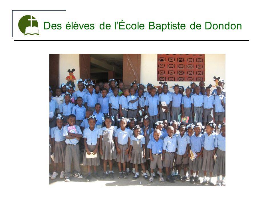 Des élèves de l'École Baptiste de Dondon