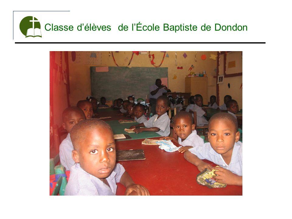 Classe d'élèves de l'École Baptiste de Dondon