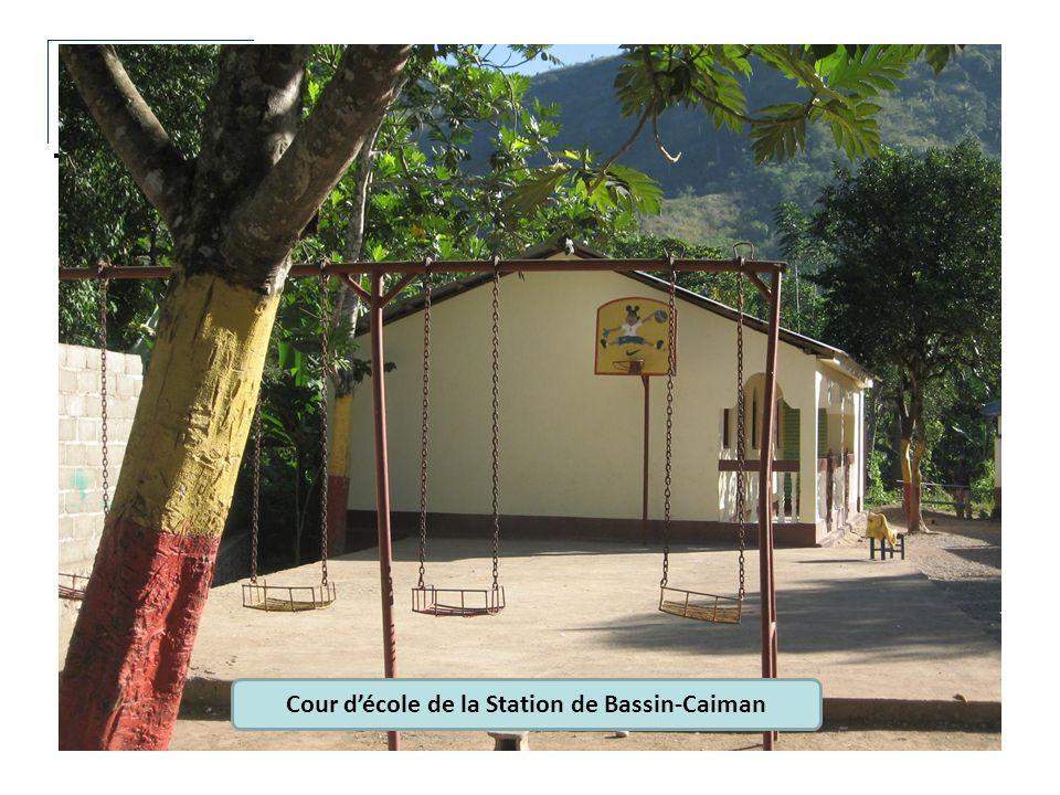 Cour d'école de la Station de Bassin-Caiman