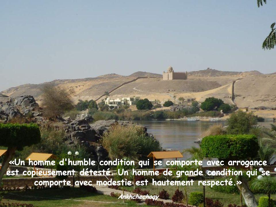 «Un homme d humble condition qui se comporte avec arrogance est copieusement détesté. Un homme de grande condition qui se comporte avec modestie est hautement respecté.»