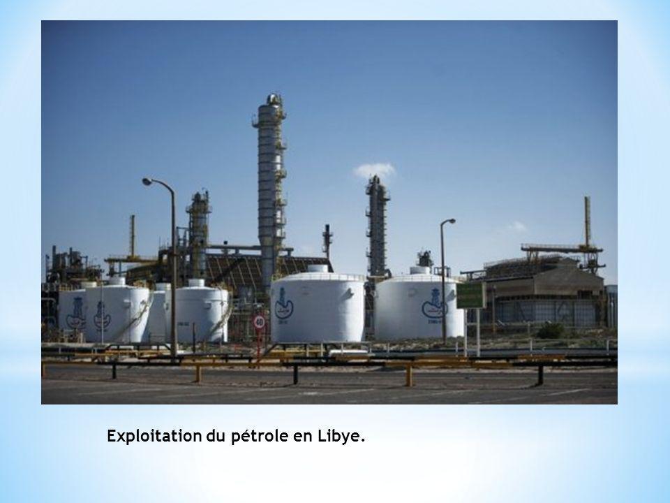 Exploitation du pétrole en Libye.