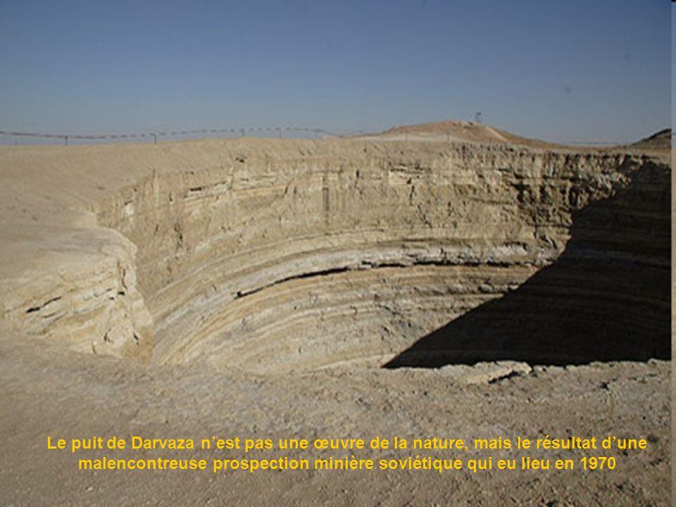 Le puit de Darvaza n'est pas une œuvre de la nature, mais le résultat d'une malencontreuse prospection minière soviétique qui eu lieu en 1970