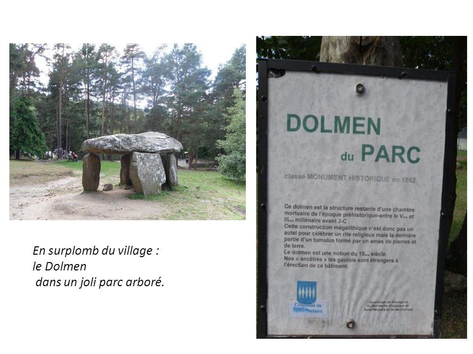 En surplomb du village : le Dolmen