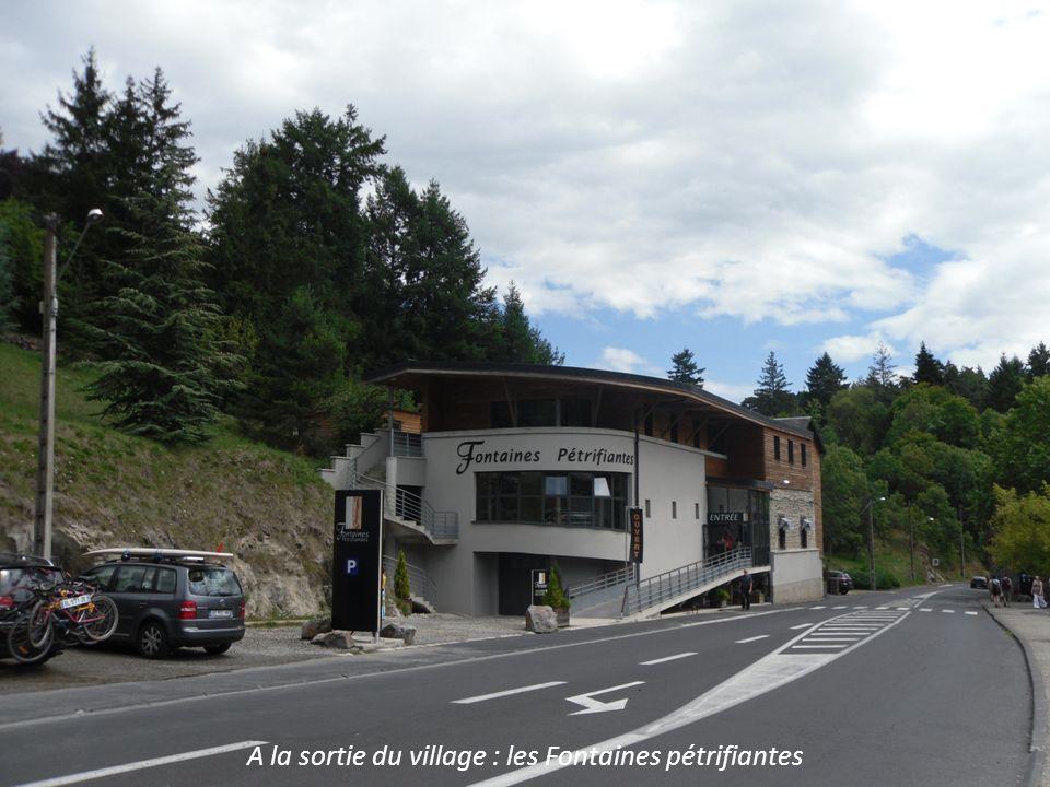 A la sortie du village : les Fontaines pétrifiantes
