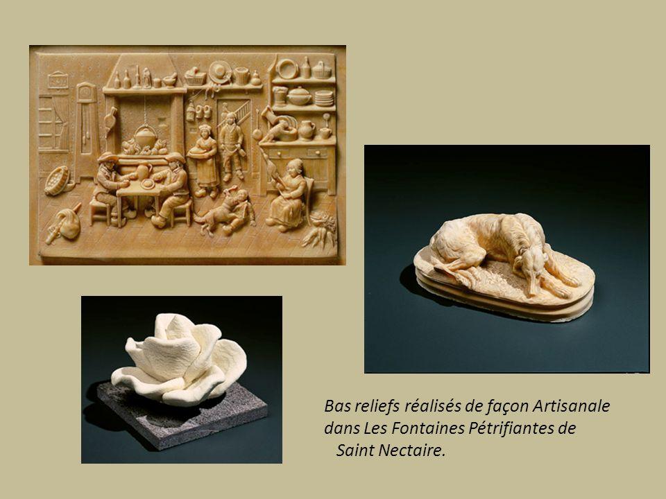 Bas reliefs réalisés de façon Artisanale dans Les Fontaines Pétrifiantes de