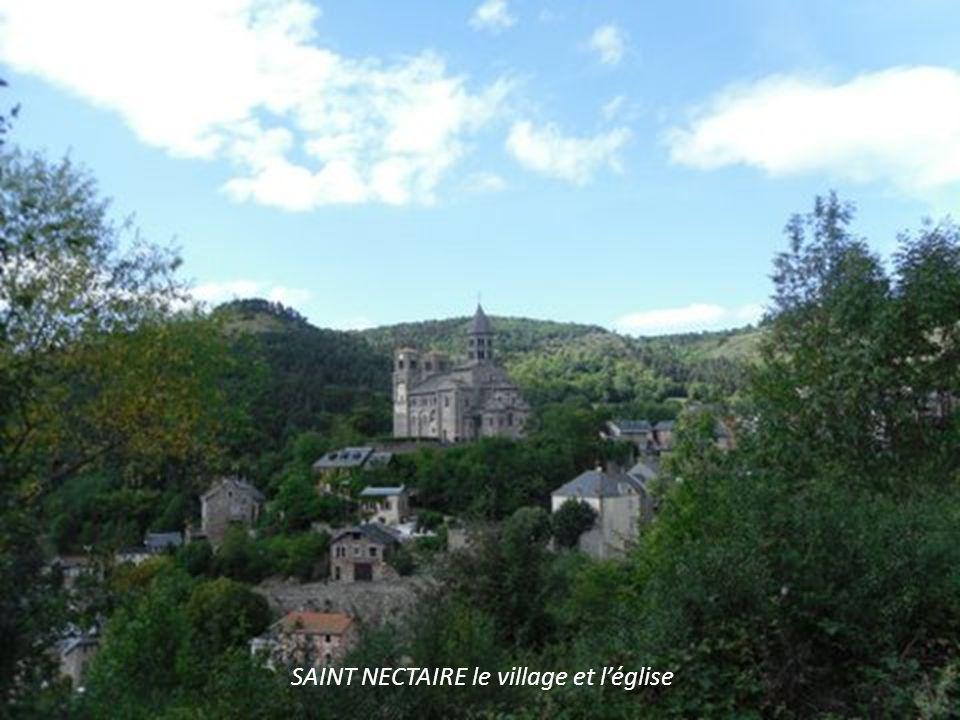 SAINT NECTAIRE le village et l'église