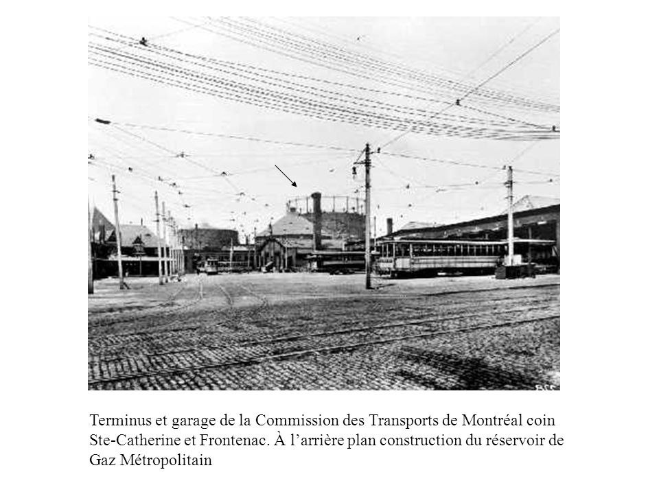Terminus et garage de la Commission des Transports de Montréal coin Ste-Catherine et Frontenac.
