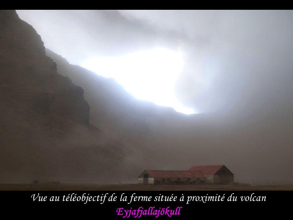 Vue au téléobjectif de la ferme située à proximité du volcan Eyjafjallajökull