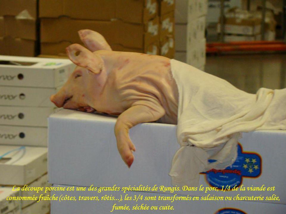 La découpe porcine est une des grandes spécialités de Rungis