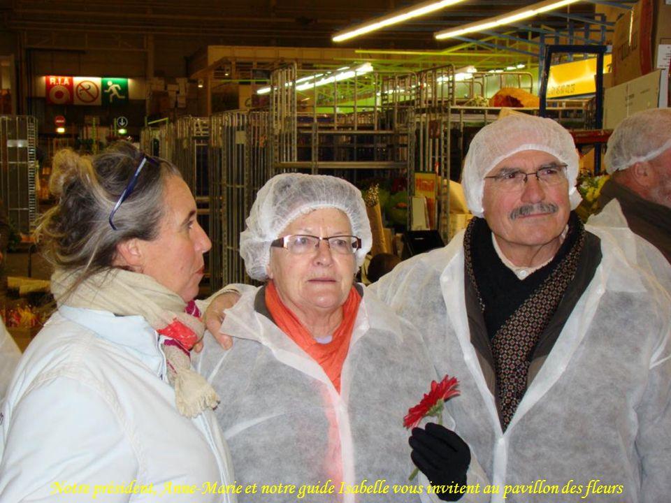 Notre président, Anne-Marie et notre guide Isabelle vous invitent au pavillon des fleurs