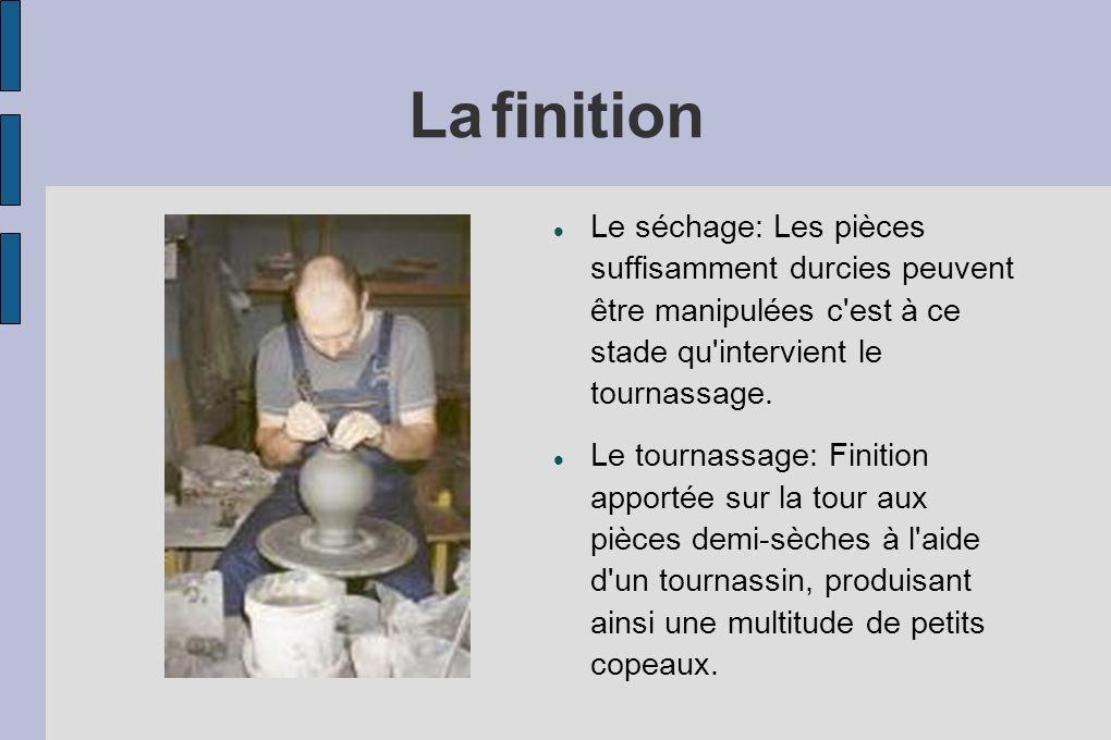 La finition Le séchage: Les pièces suffisamment durcies peuvent être manipulées c est à ce stade qu intervient le tournassage.