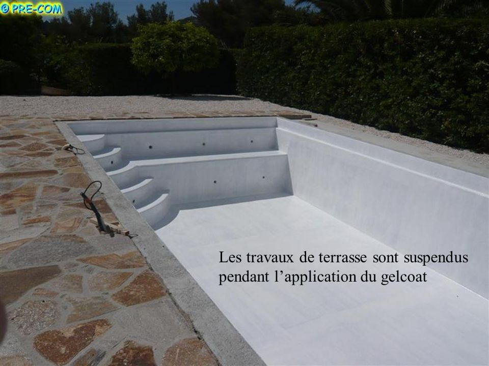 Les travaux de terrasse sont suspendus pendant l'application du gelcoat