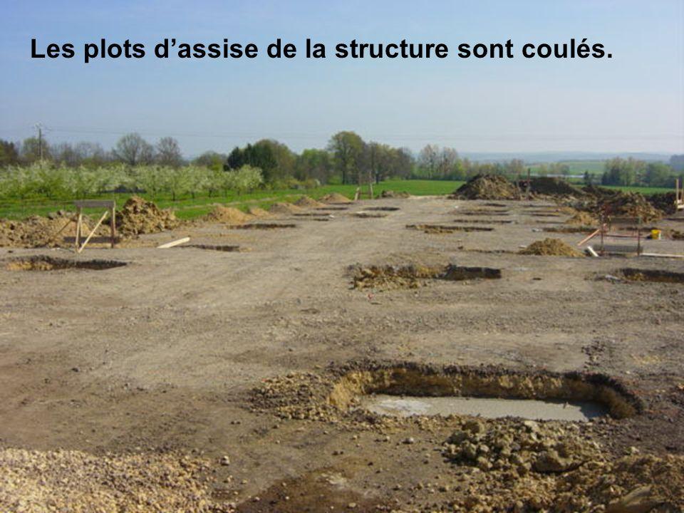Les plots d'assise de la structure sont coulés.