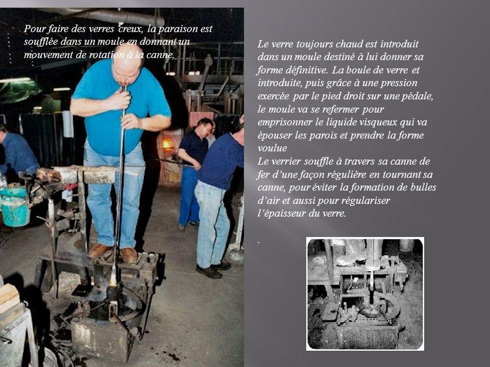 Pour faire des verres creux, la paraison est soufflée dans un moule en donnant un mouvement de rotation à la canne.