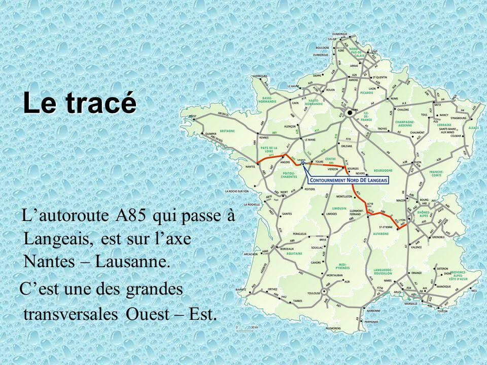 Le tracé L'autoroute A85 qui passe à Langeais, est sur l'axe Nantes – Lausanne.