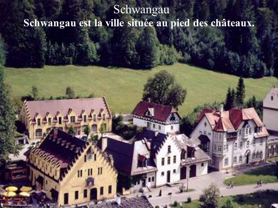 Schwangau est la ville située au pied des châteaux.