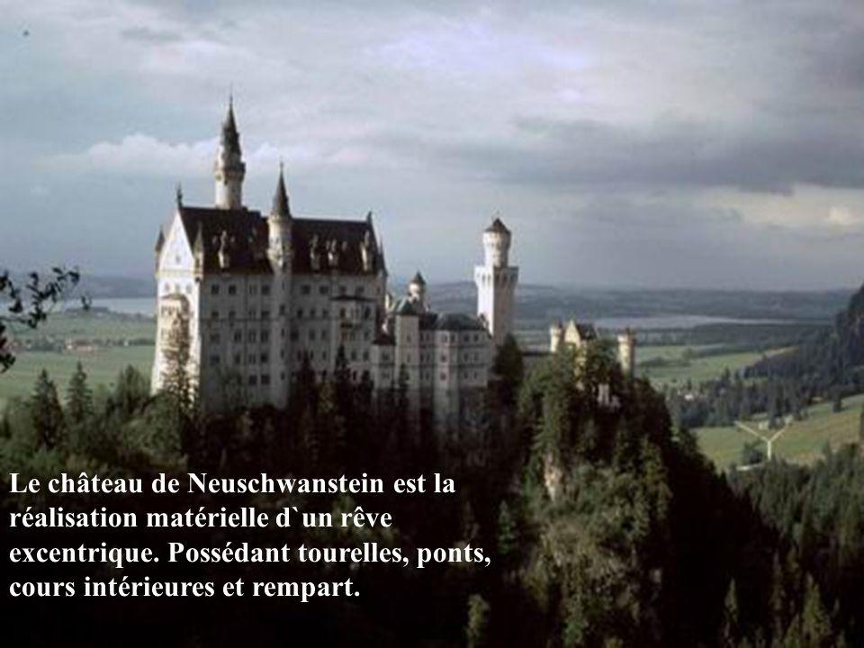 Le château de Neuschwanstein est la réalisation matérielle d`un rêve excentrique.