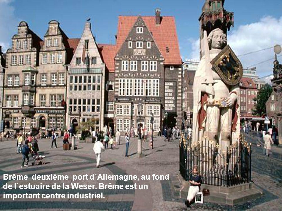 Brême deuxième port d`Allemagne, au fond de l`estuaire de la Weser