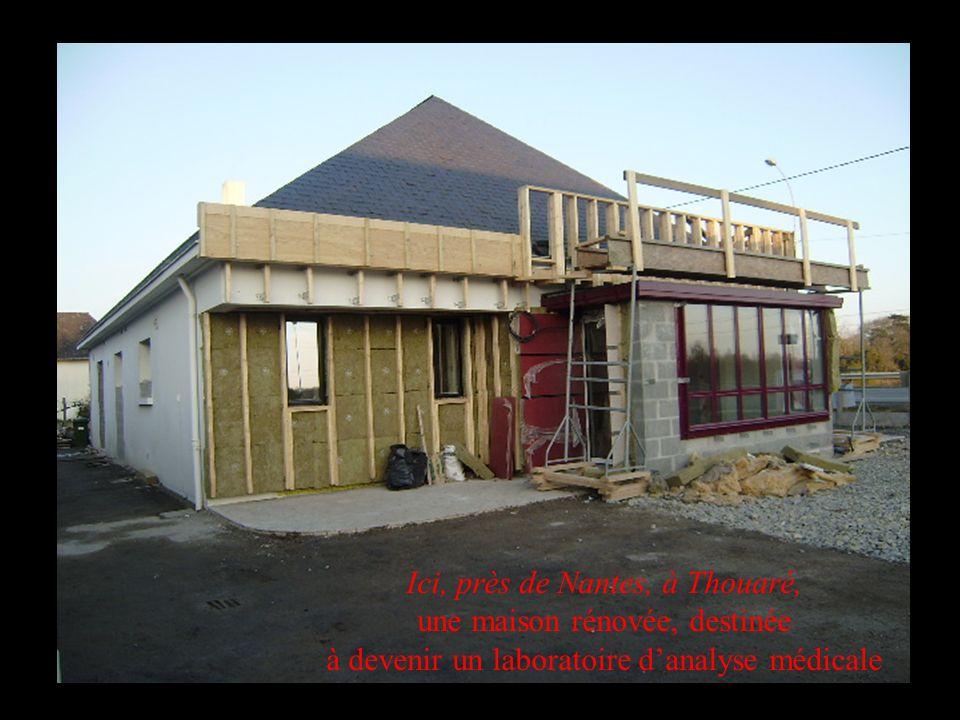 Ici, près de Nantes, à Thouaré, une maison rénovée, destinée à devenir un laboratoire d'analyse médicale