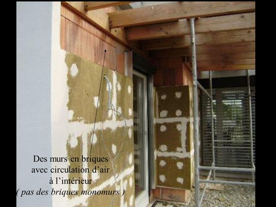 Des murs en briques avec circulation d'air à l'intérieur ( pas des briques monomurs )