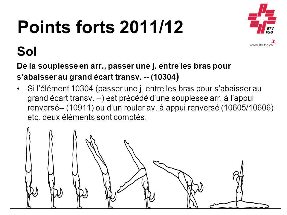 Points forts 2011/12 Sol. De la souplesse en arr., passer une j. entre les bras pour. s'abaisser au grand écart transv. -- (10304)