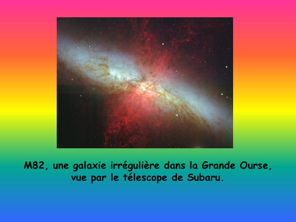 M82, une galaxie irrégulière dans la Grande Ourse,