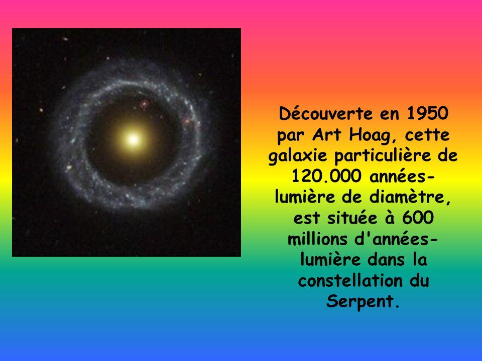 Découverte en 1950 par Art Hoag, cette galaxie particulière de 120