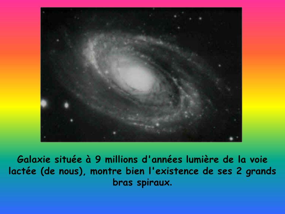 Galaxie située à 9 millions d années lumière de la voie lactée (de nous), montre bien l existence de ses 2 grands bras spiraux.