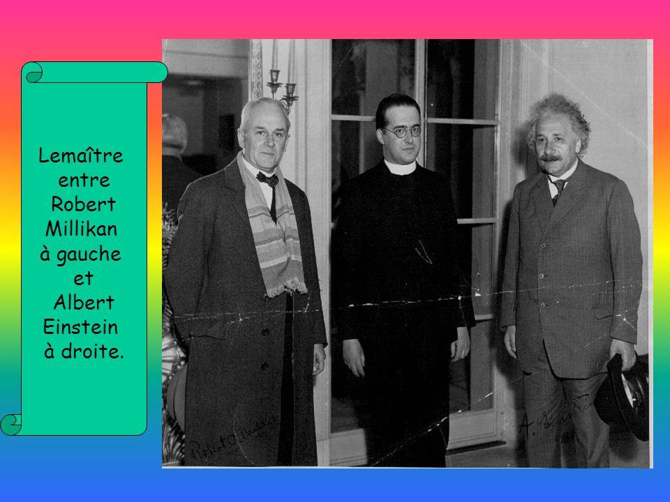Lemaître entre Robert Millikan à gauche et Albert Einstein à droite.