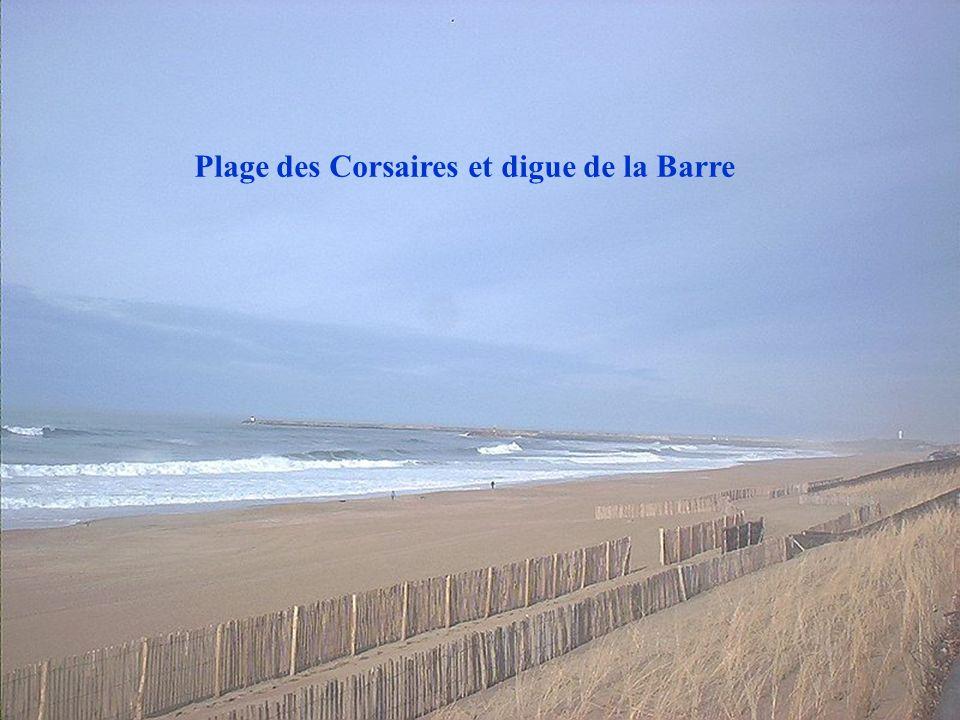 Plage des Corsaires et digue de la Barre
