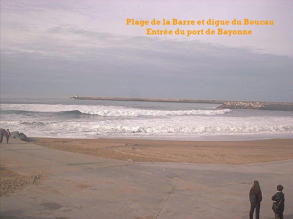 Plage de la Barre et digue du Boucau Entrée du port de Bayonne