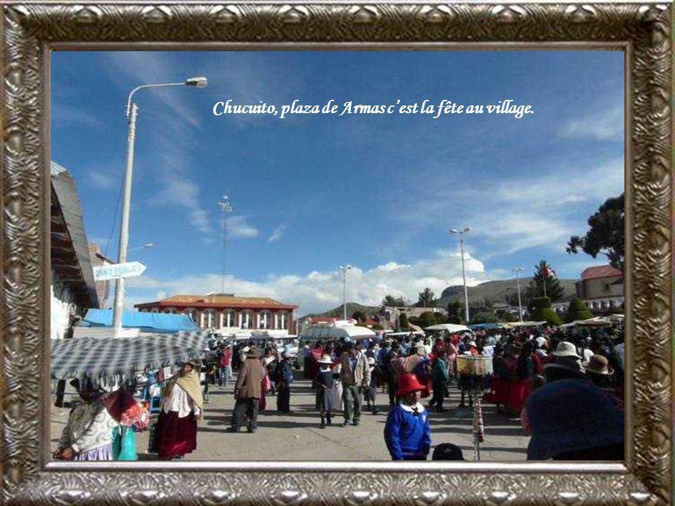 Chucuito, plaza de Armas c'est la fête au village.