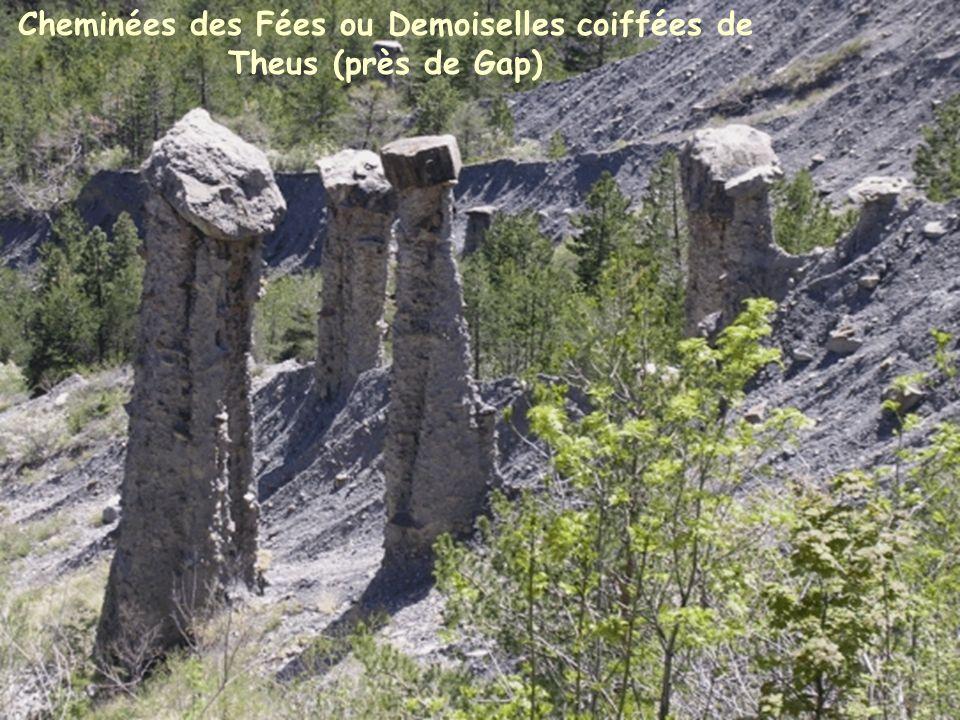 Cheminées des Fées ou Demoiselles coiffées de Theus (près de Gap)