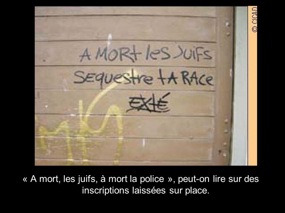 « A mort, les juifs, à mort la police », peut-on lire sur des inscriptions laissées sur place.