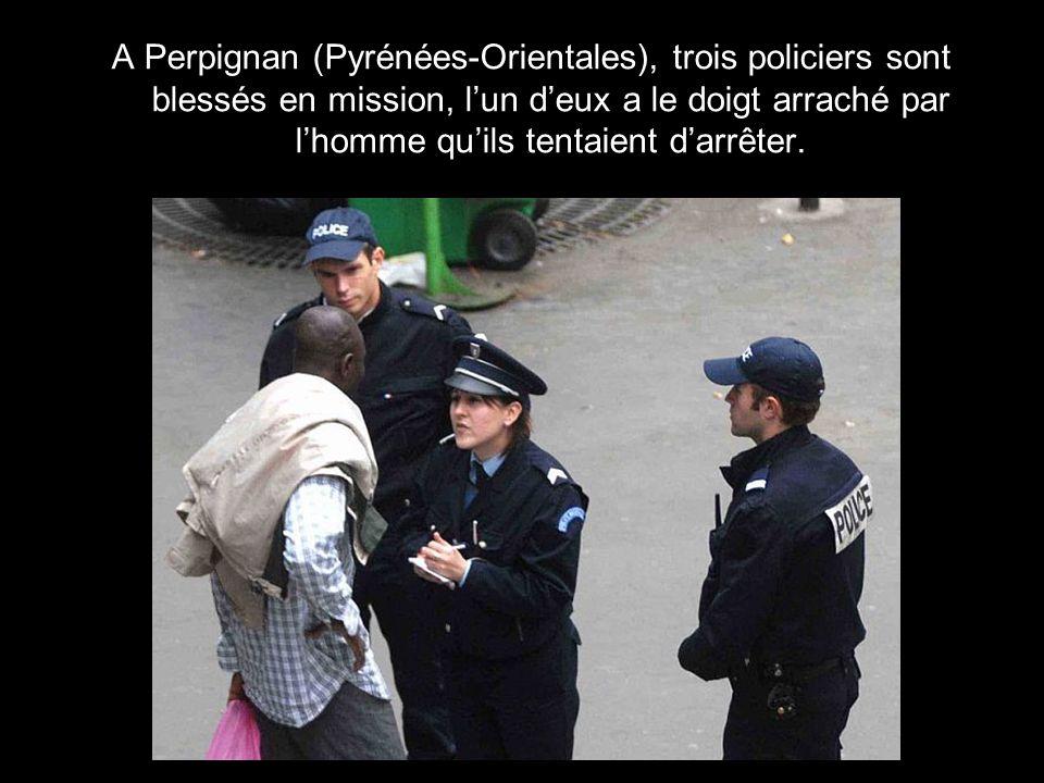 A Perpignan (Pyrénées-Orientales), trois policiers sont blessés en mission, l'un d'eux a le doigt arraché par l'homme qu'ils tentaient d'arrêter.