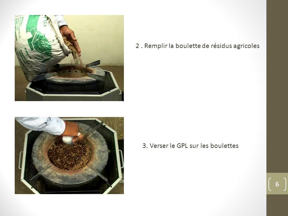 2 . Remplir la boulette de résidus agricoles