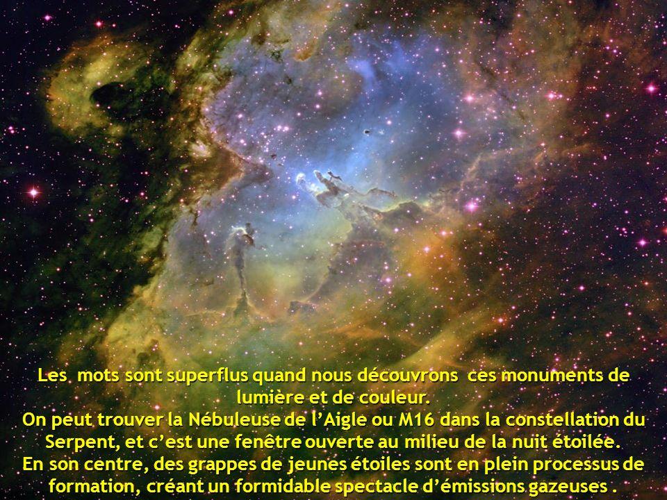 Les mots sont superflus quand nous découvrons ces monuments de lumière et de couleur. On peut trouver la Nébuleuse de l'Aigle ou M16 dans la constellation du Serpent, et c'est une fenêtre ouverte au milieu de la nuit étoilée.