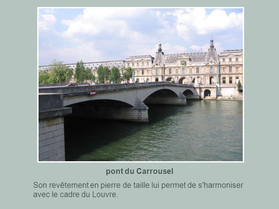 pont du Carrousel Son revêtement en pierre de taille lui permet de s harmoniser avec le cadre du Louvre.