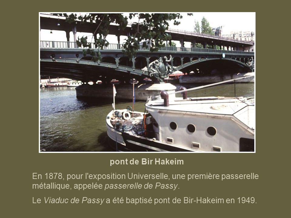 pont de Bir HakeimEn 1878, pour l exposition Universelle, une première passerelle métallique, appelée passerelle de Passy.