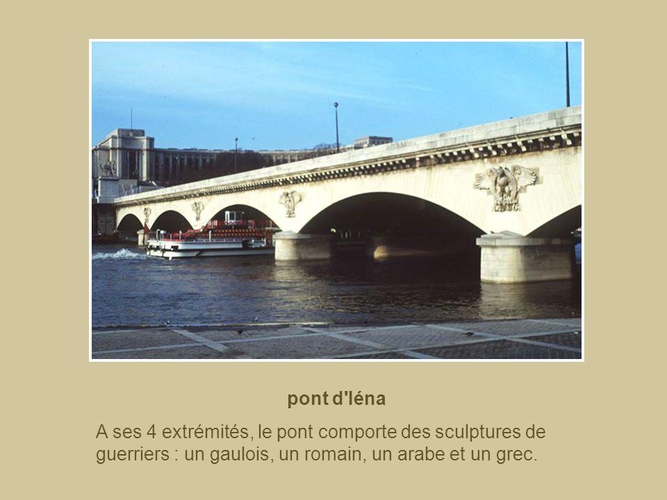 pont d IénaA ses 4 extrémités, le pont comporte des sculptures de guerriers : un gaulois, un romain, un arabe et un grec.
