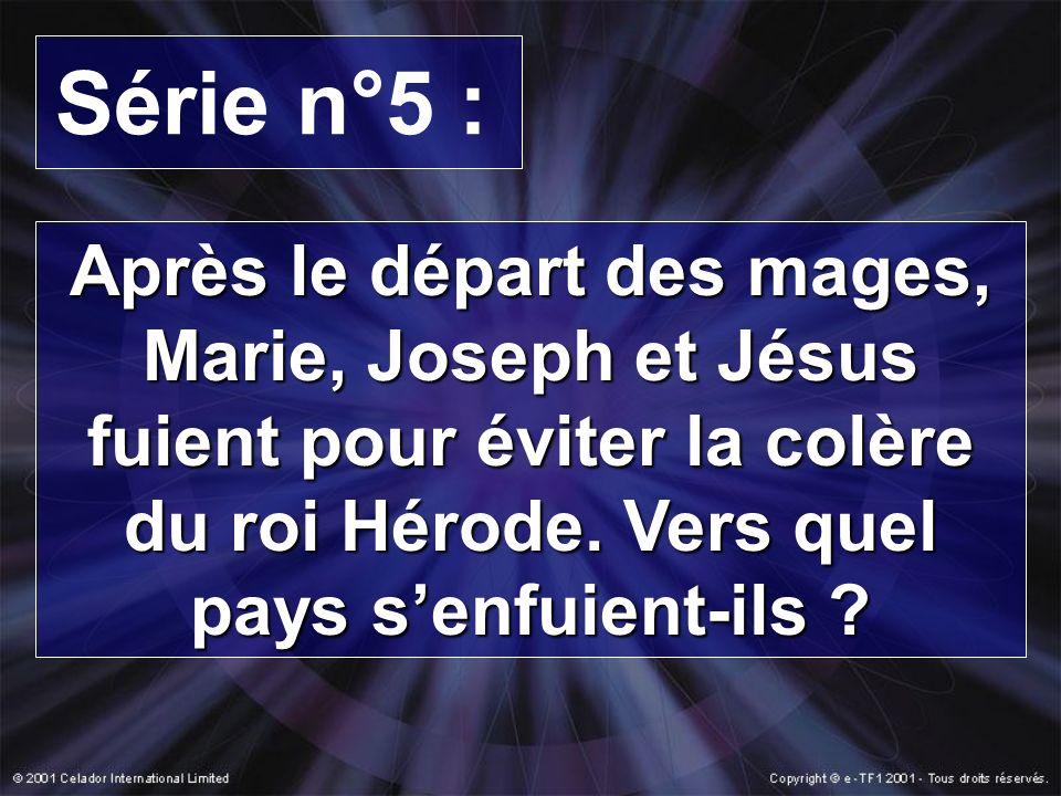 Série n°5 : Après le départ des mages, Marie, Joseph et Jésus fuient pour éviter la colère du roi Hérode.