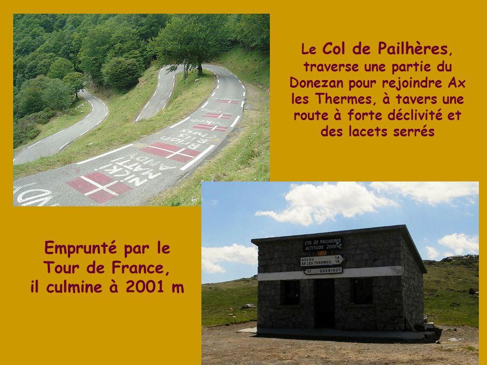Emprunté par le Tour de France, il culmine à 2001 m