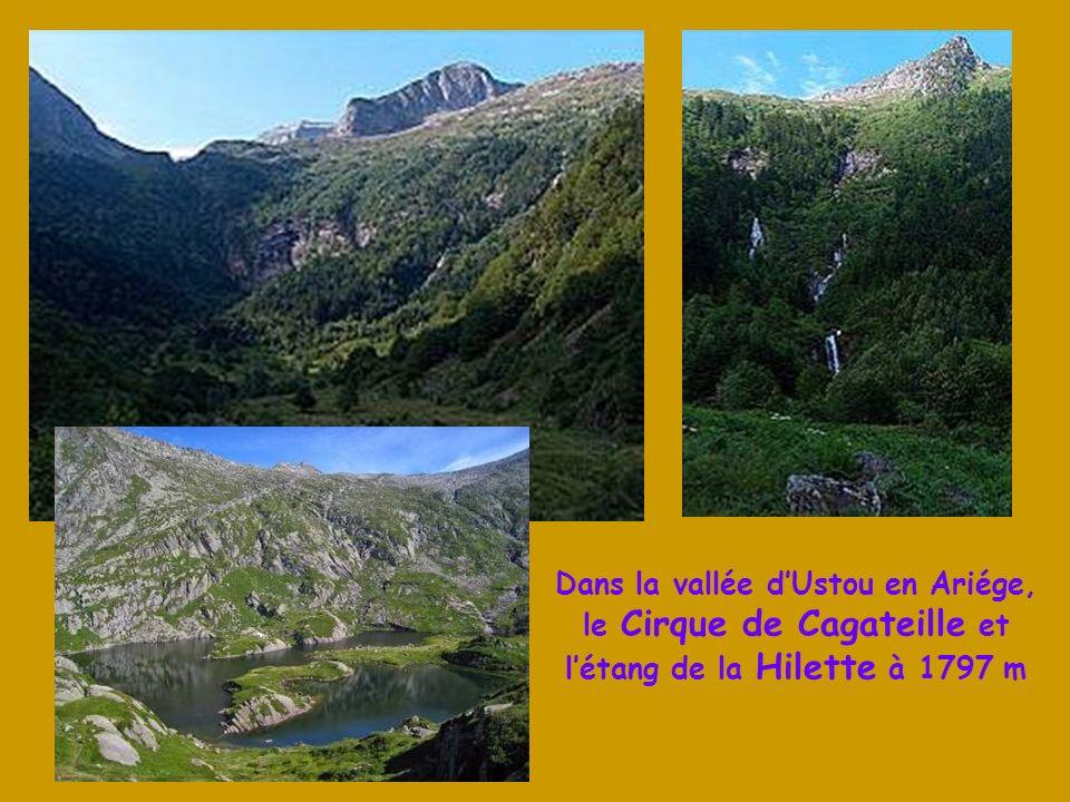 Dans la vallée d'Ustou en Ariége, le Cirque de Cagateille et l'étang de la Hilette à 1797 m