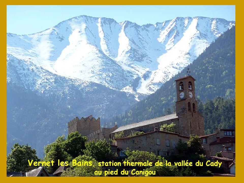 Vernet les Bains, station thermale de la vallée du Cady au pied du Canigou