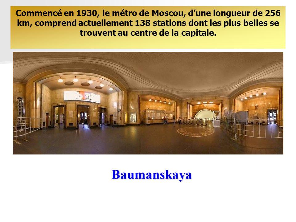 Commencé en 1930, le métro de Moscou, d'une longueur de 256 km, comprend actuellement 138 stations dont les plus belles se trouvent au centre de la capitale.