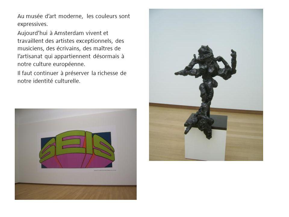 Au musée d'art moderne, les couleurs sont expressives.