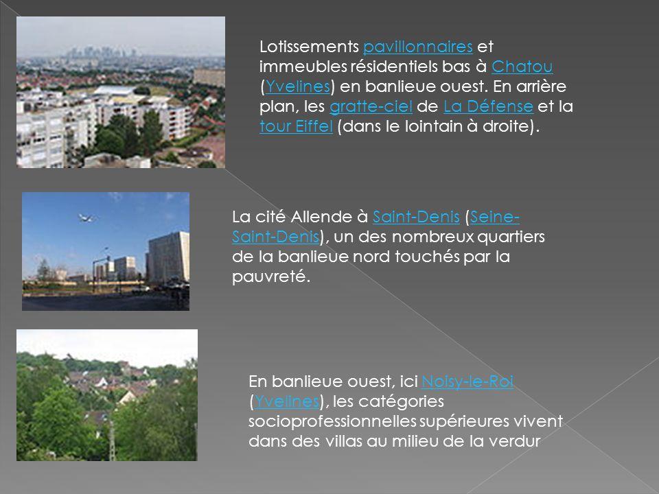 Lotissements pavillonnaires et immeubles résidentiels bas à Chatou (Yvelines) en banlieue ouest. En arrière plan, les gratte-ciel de La Défense et la tour Eiffel (dans le lointain à droite).