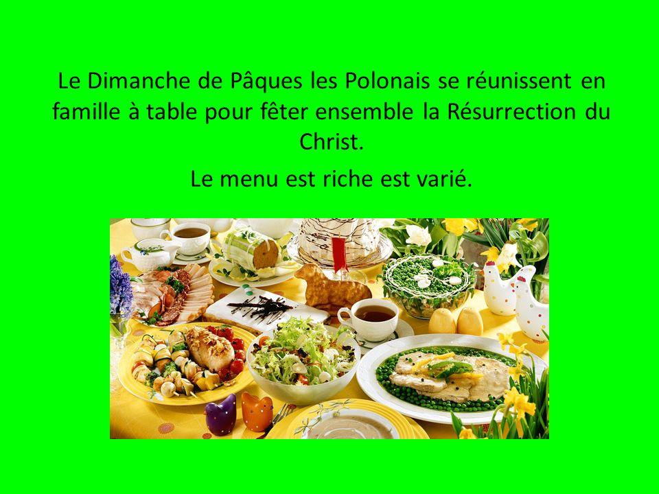 Le Dimanche de Pâques les Polonais se réunissent en famille à table pour fêter ensemble la Résurrection du Christ.
