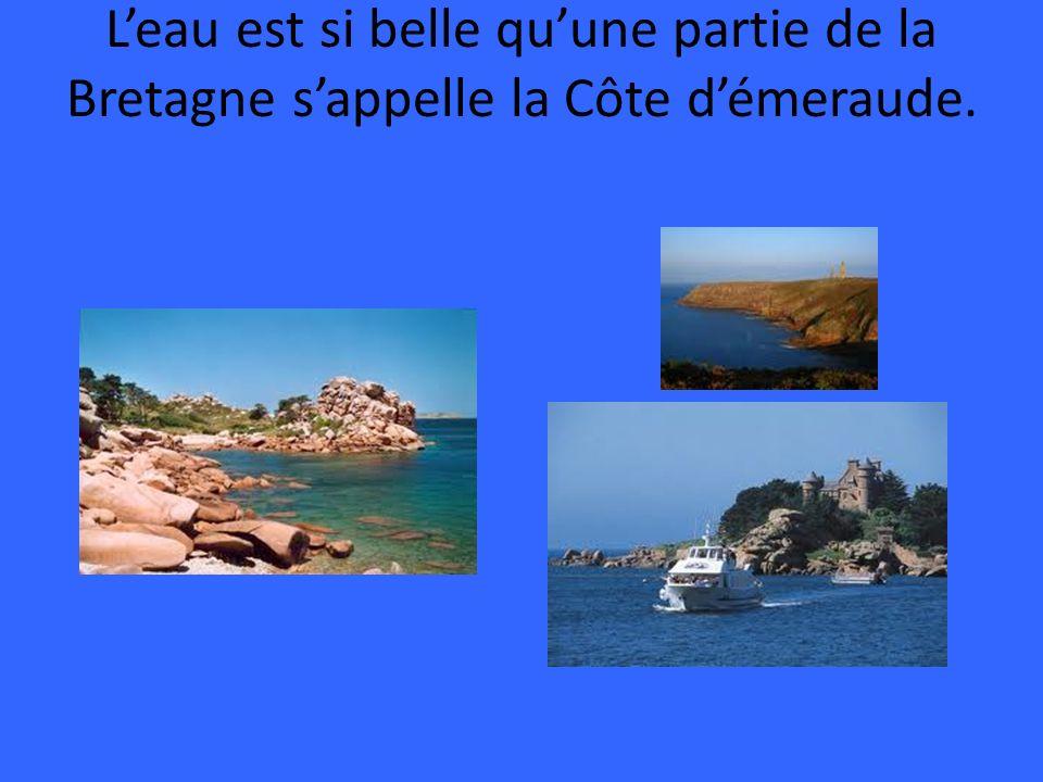 L'eau est si belle qu'une partie de la Bretagne s'appelle la Côte d'émeraude.